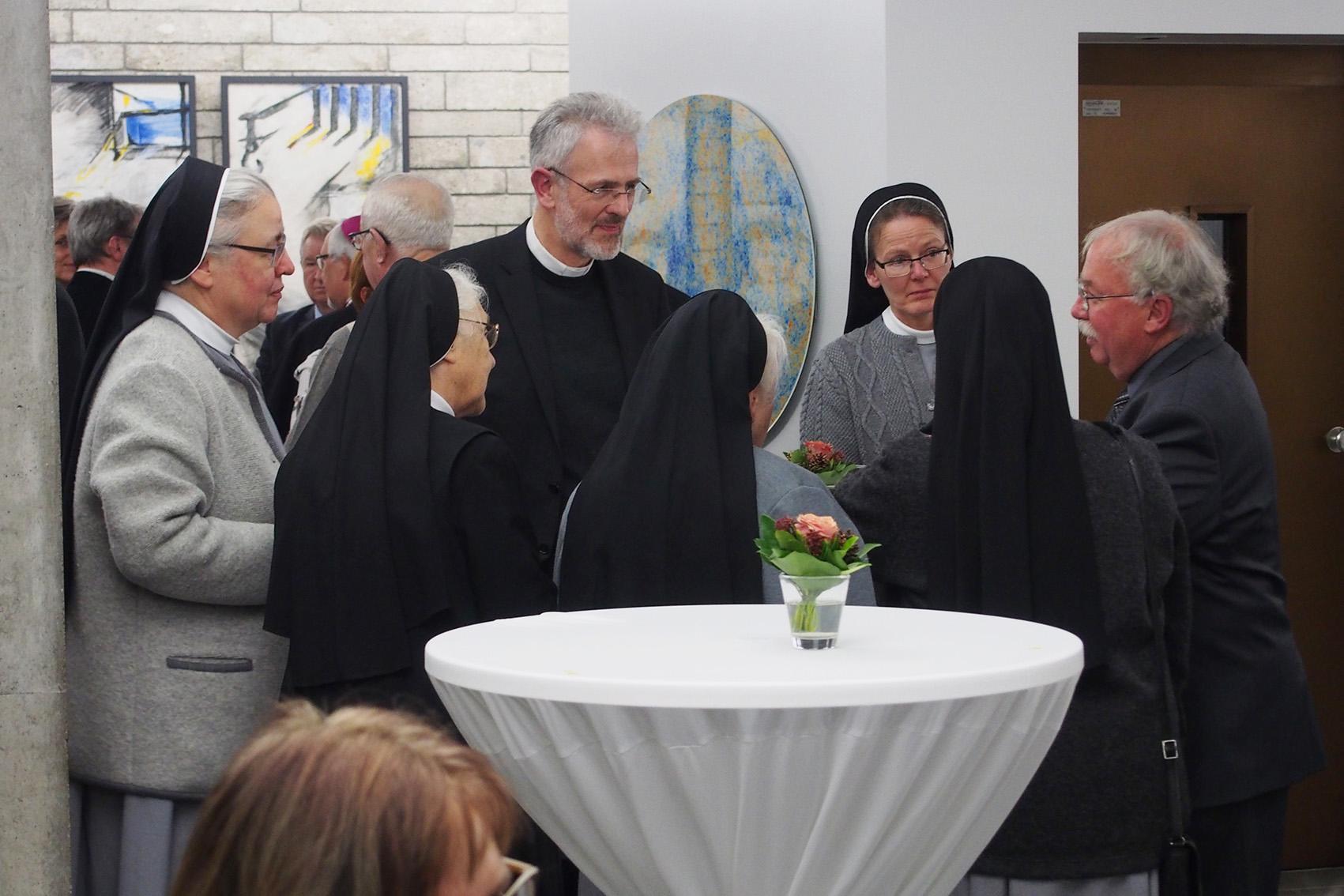 Begegnung Und Gespräch Mit Mitschwestern, Superior F.X. Weber U.a.